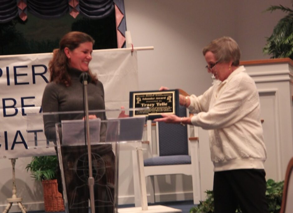 Carole Mushier presents Tracy Telle with the Islander of the Year award.