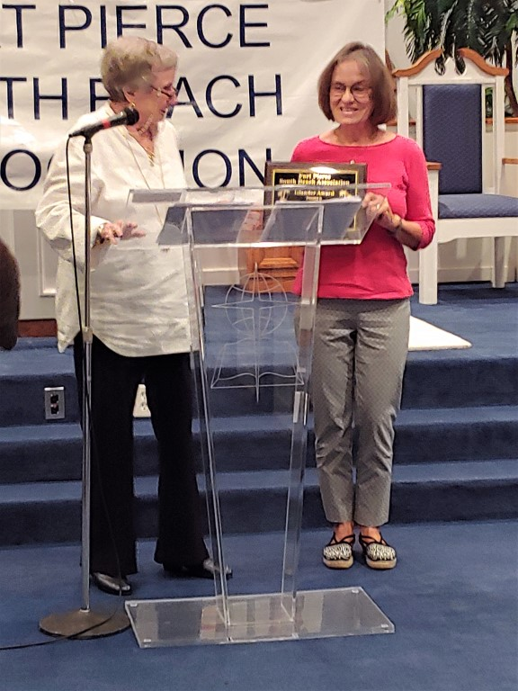 President Carole Mushier & Islander Award recipient Charlene Adair